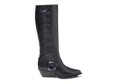 Stiefel mit breitem Riemen und Metallspitze