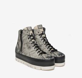 Sneaker alta in pelle con suola bicolore