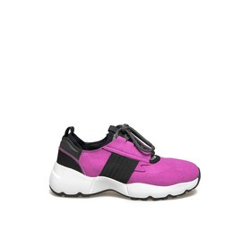 Women's running shoes in high-tech fuchsia fabric