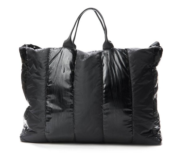 Nylon travel bag with vertical coatings