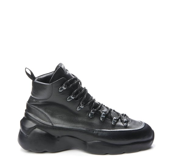 Total black leather Ultra boot