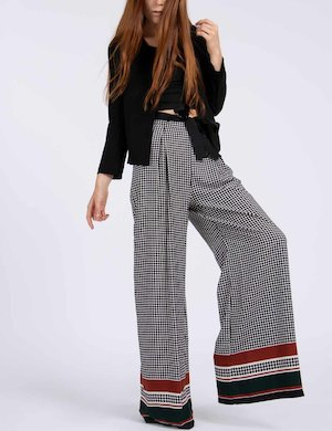 Pantalone Yes Zee a palazzo con motivo optical