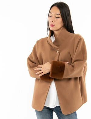 Cappotto Vougue con polsi in ecopelliccia