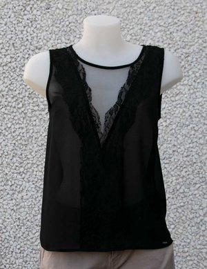 Top Imperfect con inserti in pizzo