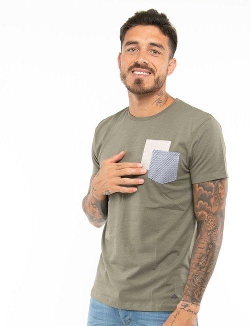 T-shirt Yes Zee con taschino a contrasto e toppa - Verde