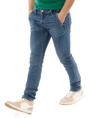 Jeans Guess con logo in rilievo