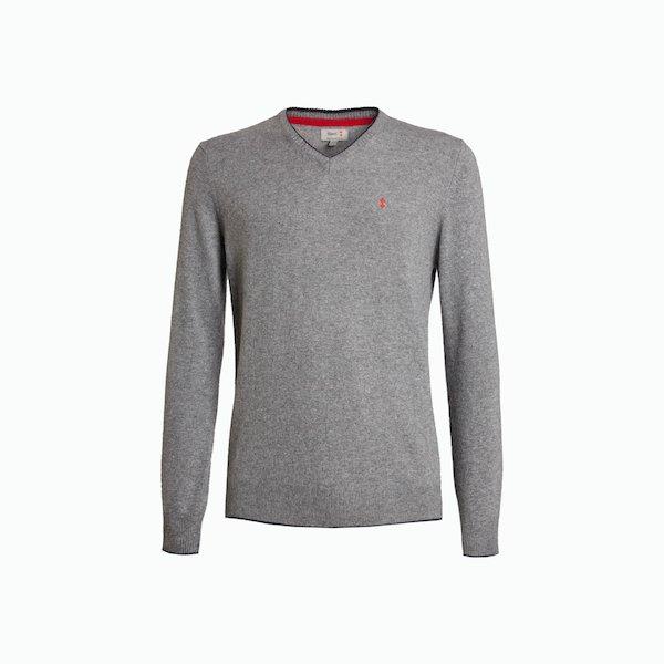 B134 sweater man