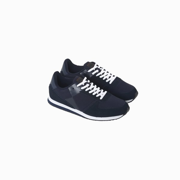 C241 men's running shoe with laces