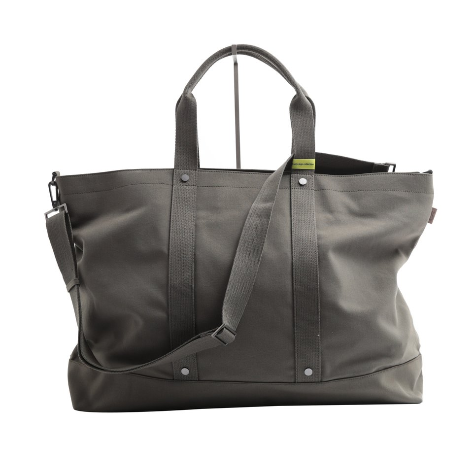 Borsa weekend ECO verde con tracolla removibile e tasca iimbottita porta pc/tablet