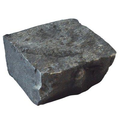 Black Cropped Natural Basalt Cobbles (100x100x100 Size)