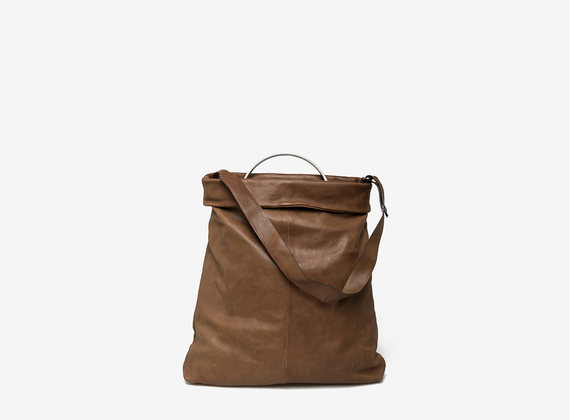 Shopping bag with metal handle
