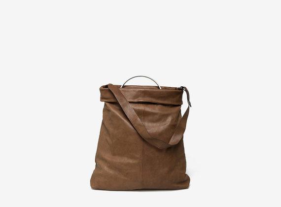 Shopping bag with metal handle