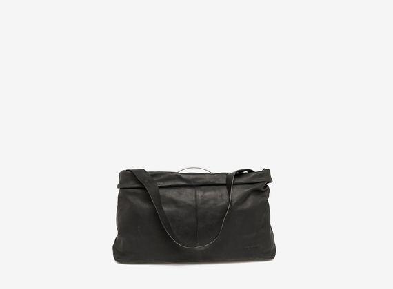 Leather bag with metal handle