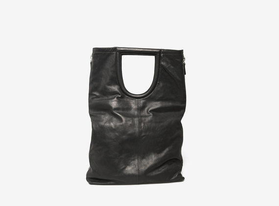 Shopping bag with maxi side zips