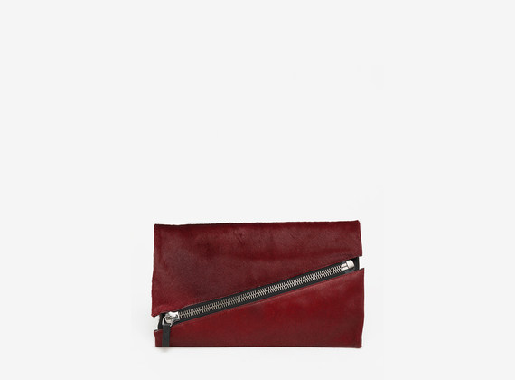 Clutch bag in cavallino con maxi zip