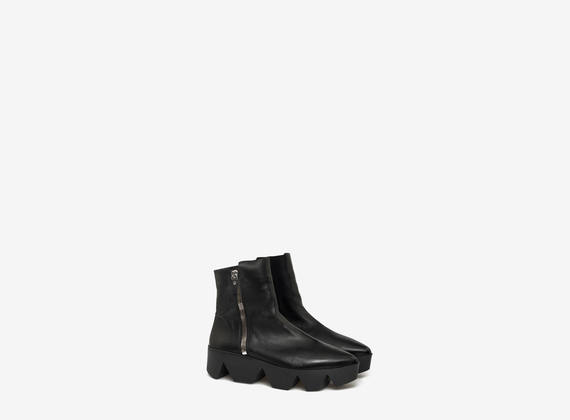 Ankle boots with maxi side zip