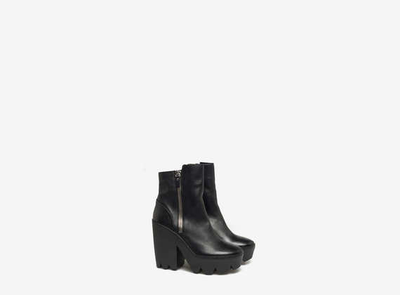 Ankle boots with maxi side zip and elastic interior