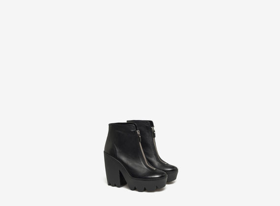 Ankle boots with central maxi zip