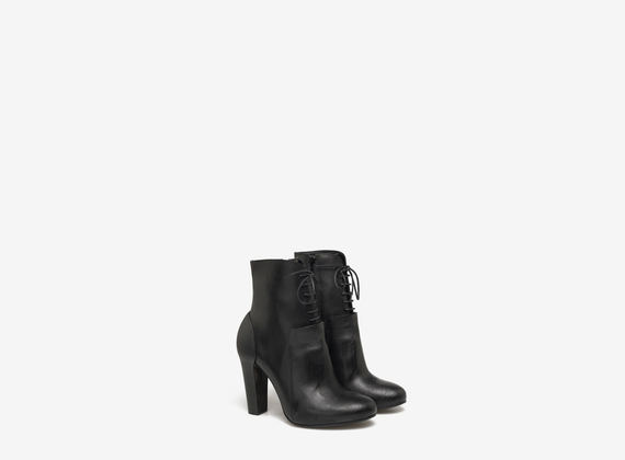Lace up ankle boots with padding