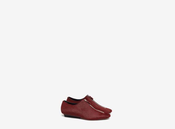 Ponyskin shoe with central zip