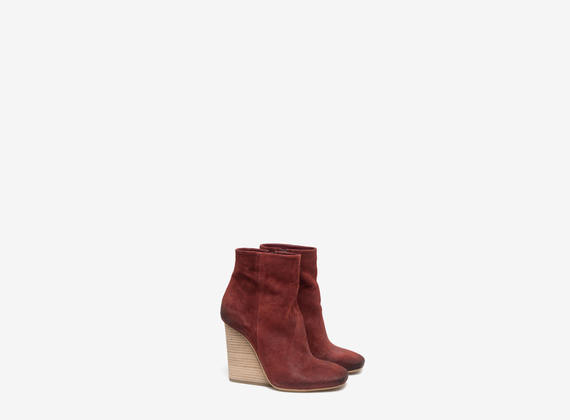 Washed crosta suede ankle boots with leather wedge