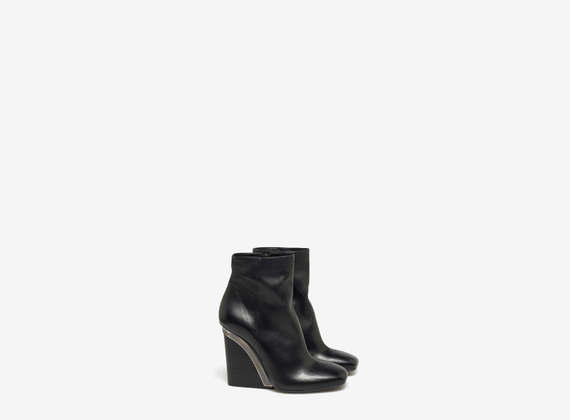 Ankle boots with metal detail