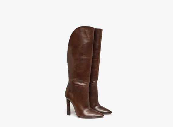 Boot with crocodile skin heel