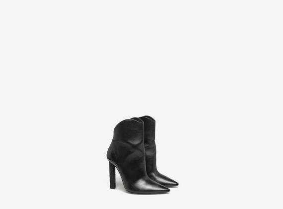 Ankle boot with crocodile skin heel