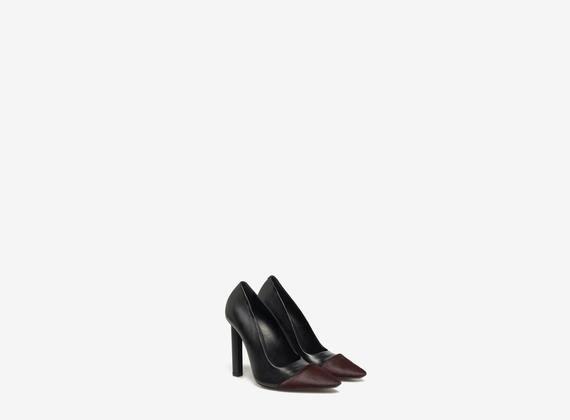 Decollete shoe with ponyskin toe-cap