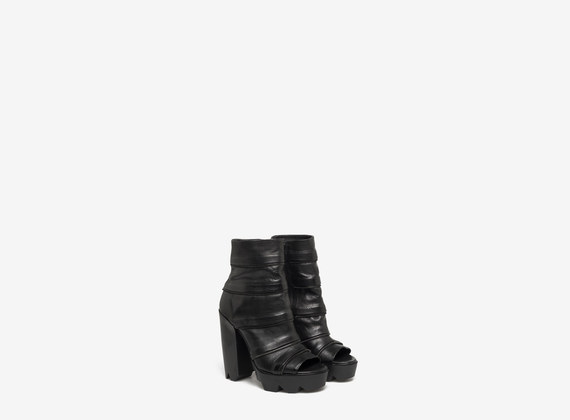 Multizip rounded ankle boot