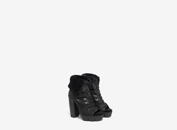 Sheepskin lined lace-up ankle boot