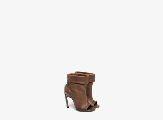 Cuffed tube ankle boot