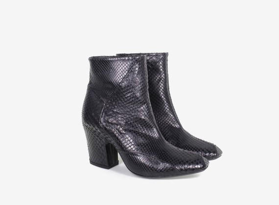 Python leather low ankle boot with internal zip