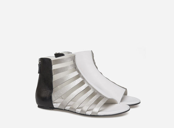 Asymmetric opening sandal laminated/leather