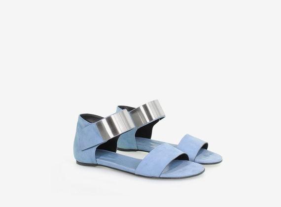 Sandalo in nabuk con fascia di chiusura metallica