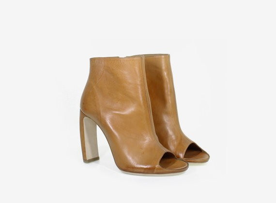 Open toe ankle boot with internal zip
