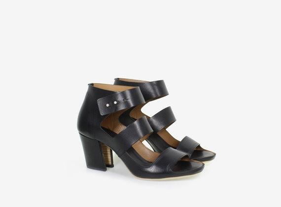 Strapped shoe/sandal