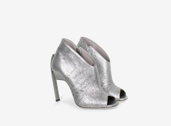 Open toe shoe with steel heel
