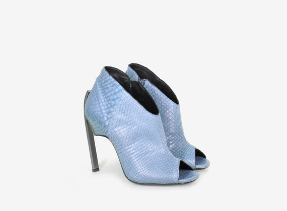 Open toe shoe crafted from python leather with steel heel