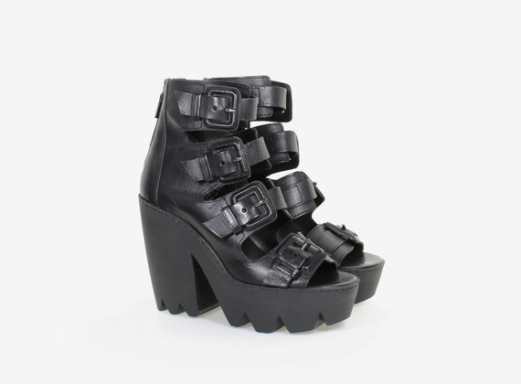 Multi-buckle sandal with maxi rubber sole