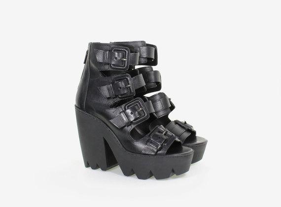 Sandalo multi fibbia con maxi suola in gomma