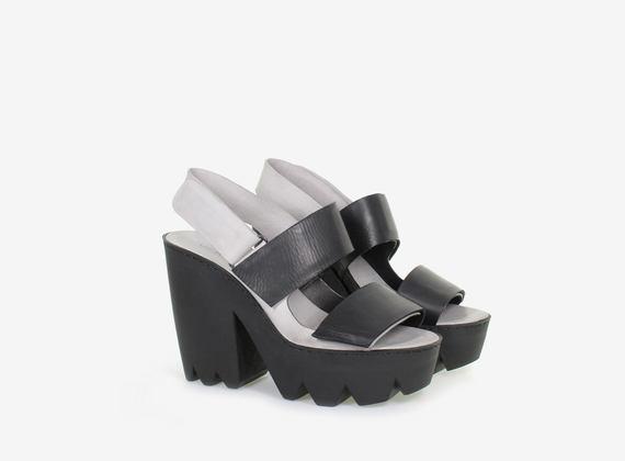 Sandalo bicolore con cinturino e maxi CAR in gomma