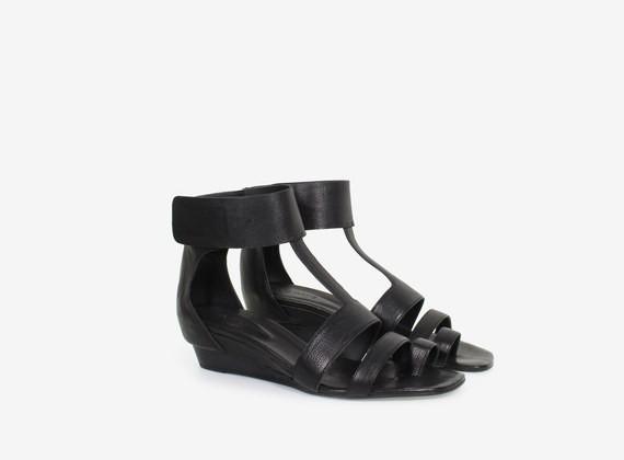Sandalo con zeppa in cuoio e fascia velcro