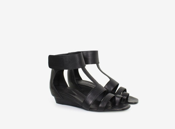 Keilabsatz-Sandalen aus Leder mit Klettverschlussriemen