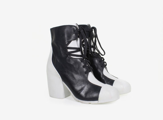 Bicolour lace-up ankle boot with rubber tip and heel