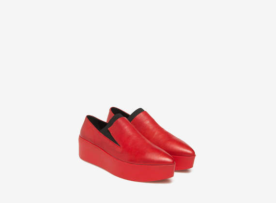 Flacher Lederslipper in Rot