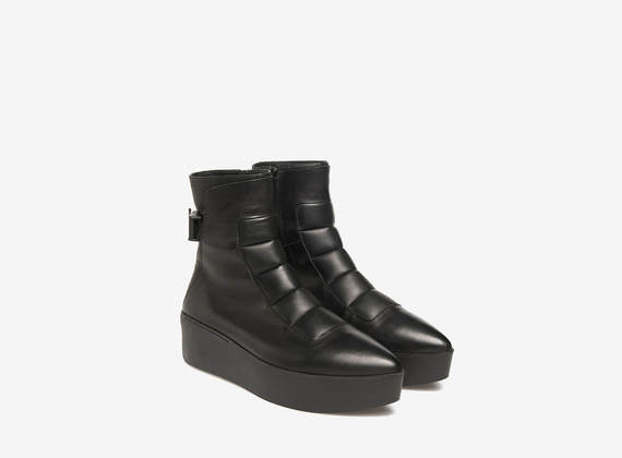 Padded flatform ankle boots