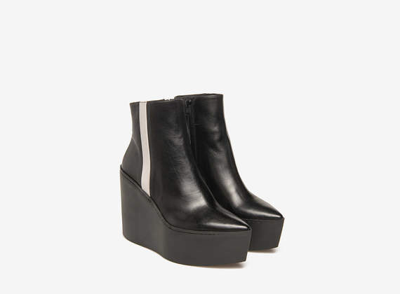 Rubber wedge ankle boots