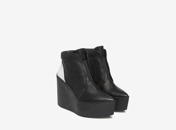 Rubber wedge basketball boots