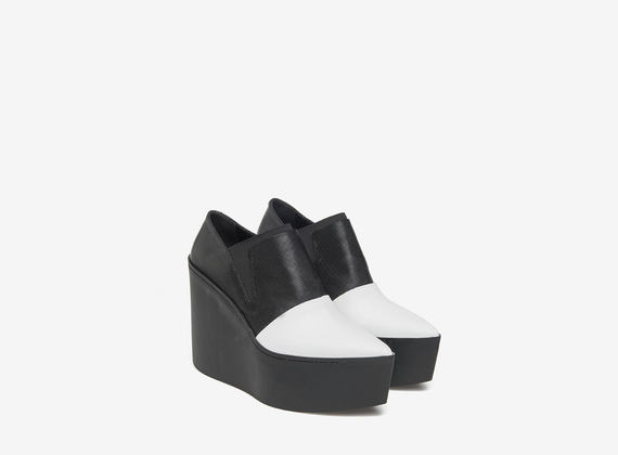 White on black maxi wedge slippers